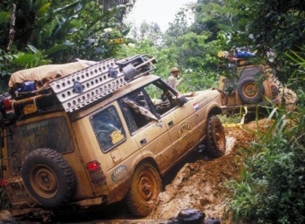 Land Rover Discovery I – legenda Camel Trophy w polskich lasach
